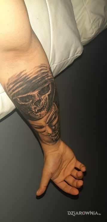 Tatuaż czaszka z maską - demony
