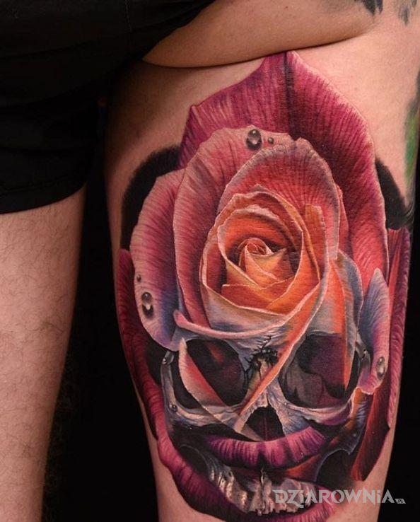 Tatuaż róża  czaszka w motywie czaszki na nodze