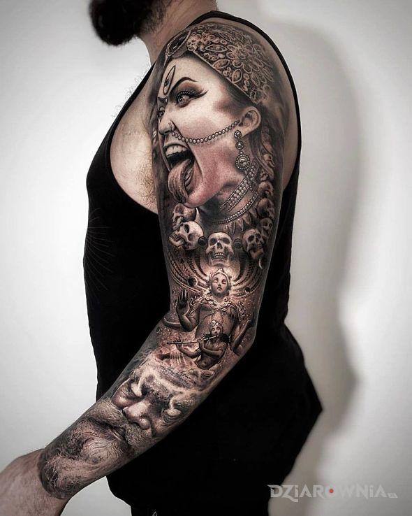 Tatuaż hinduska bogini śmierci - czarno-szare