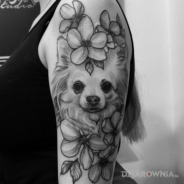 Tatuaż pies  kwiaty - kwiaty