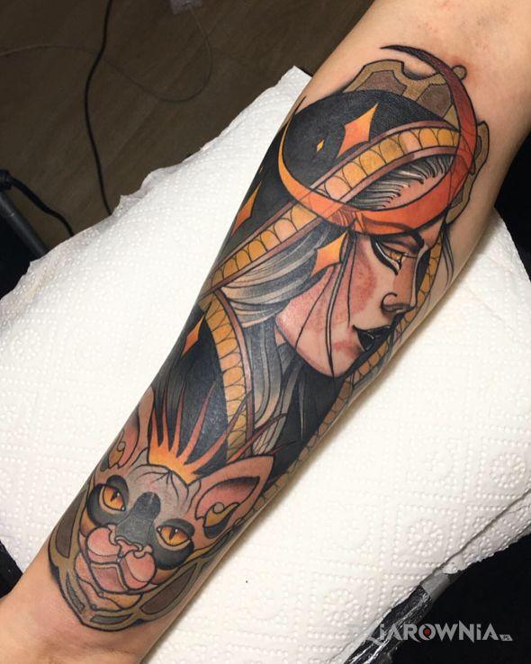 Tatuaż wiedźma  kot  neotraditional - gwiazdy