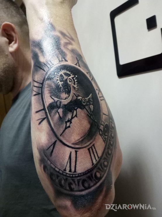 Tatuaż zegar - przedmioty