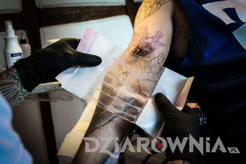 Tatuaż pod folią