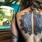 Mandala na plecach