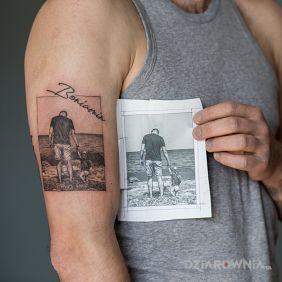 Ojciec i syn zdjęcie realistyczny tatuaż