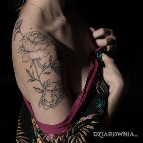 Kwiaty na ramię