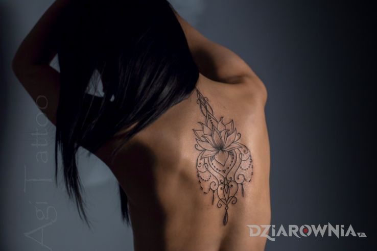 Tatuaż mandala - czarno-szare