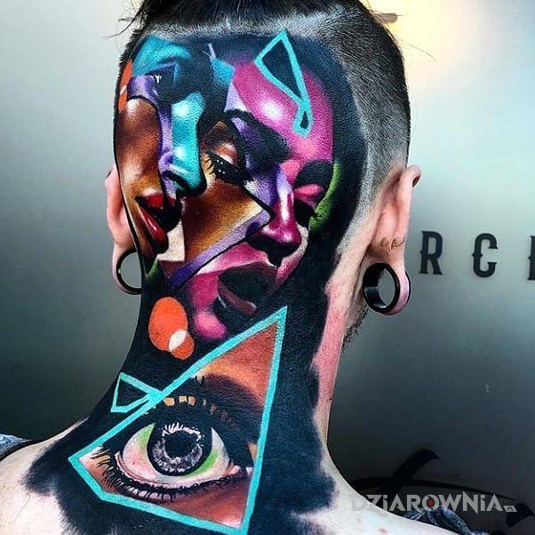 Tatuaż koloryt w motywie kolorowe i stylu surrealistyczne na karku