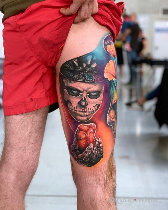 Tatuaż zombie boy - przedmioty