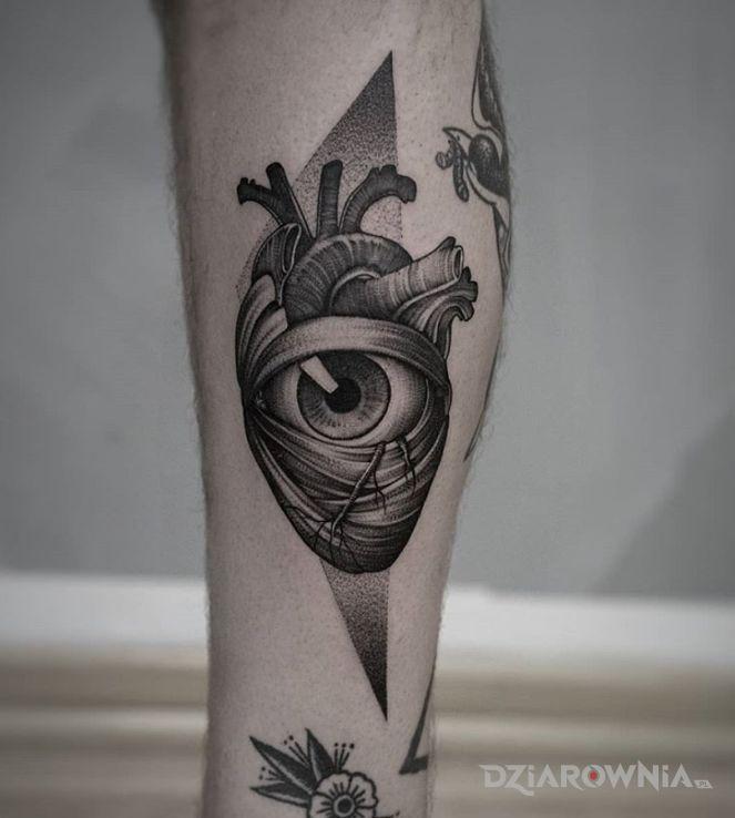 Tatuaż miej serce i patrzaj w serce - nogawka