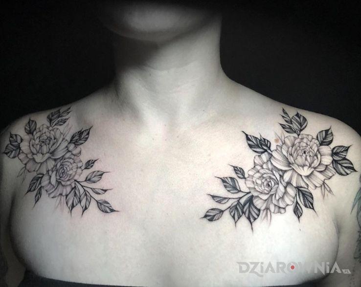 Tatuaż kwiaty na obojczykach - ornamenty