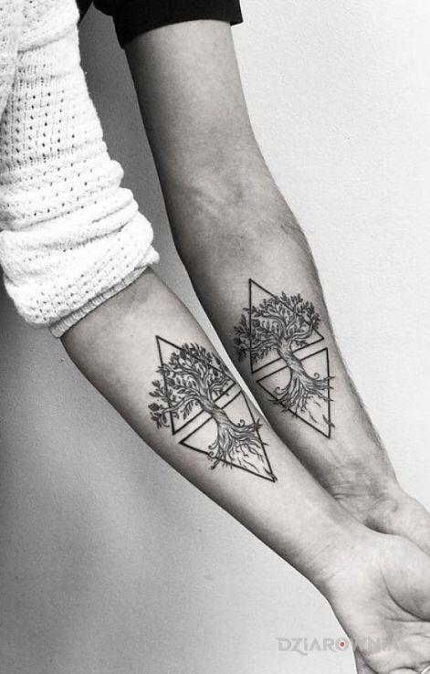 Tatuaż dwa drzewa - czarno-szare