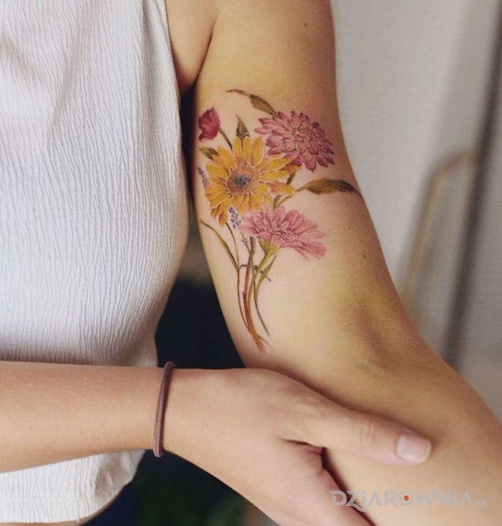 Tatuaż kwiaty kolorowe - kwiaty