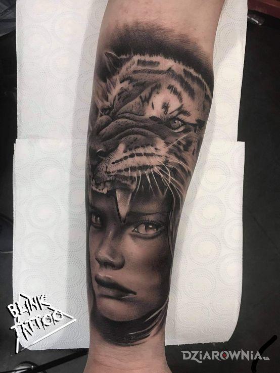 Tatuaż  na przedramieniu - twarze