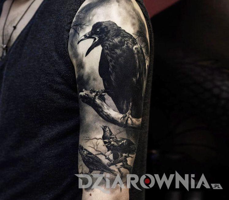 realistyczny tatuaż kruków