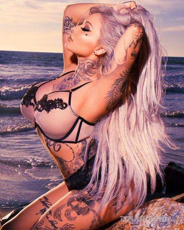 Tatuaż dziewczyna nad morzem - seksowne