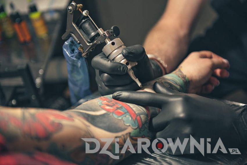tatuaż z krukiem