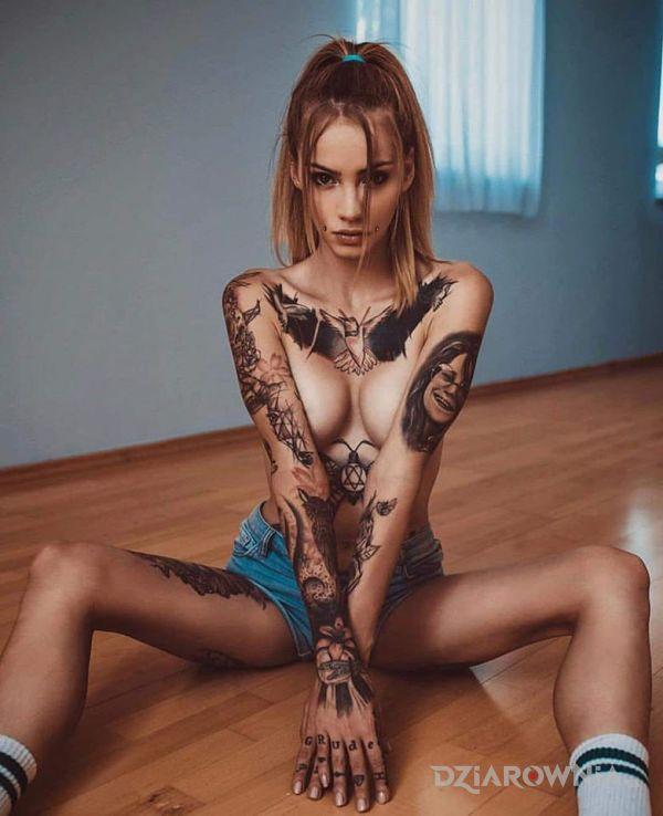 Tatuaż chudzinka - czarno-szare