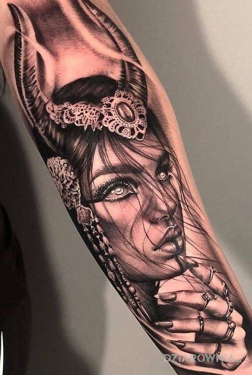 Tatuaż kobieta na przedramieniu - twarze