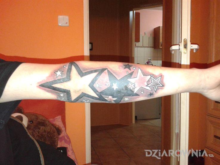 Tatuaż gwiazdy gwiazdeczki - gwiazdy