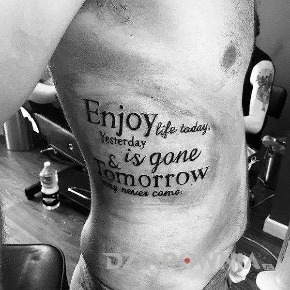 ciesz się życiem tatuaż