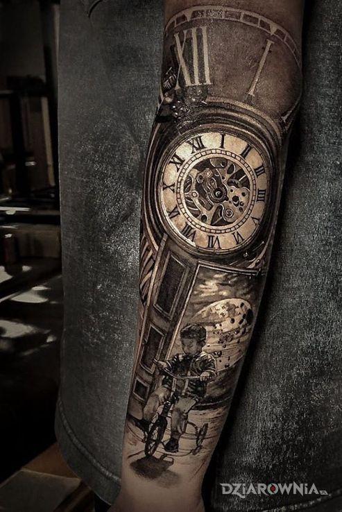 Tatuaż chłopczyk na trójkołowcu - czarno-szare