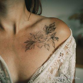 Kobiecy wzór - kwiaty dekolt