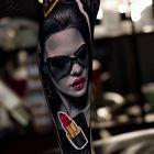 Kobieta ze szminką