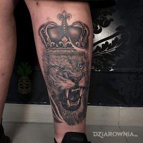 Lew z koroną