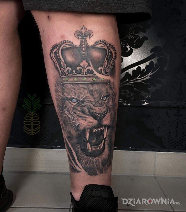 Tatuaż lew z koroną - zwierzęta
