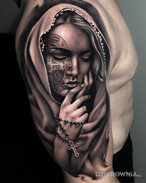 Tatuaż wytatuowana maryja - czarno-szare
