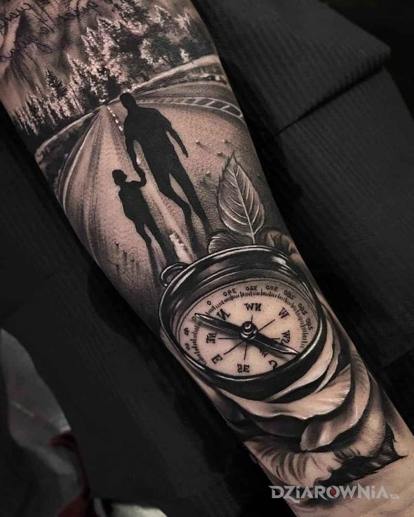 Tatuaż pora ruszać w drogę w motywie czarno-szare i stylu realistyczne na przedramieniu