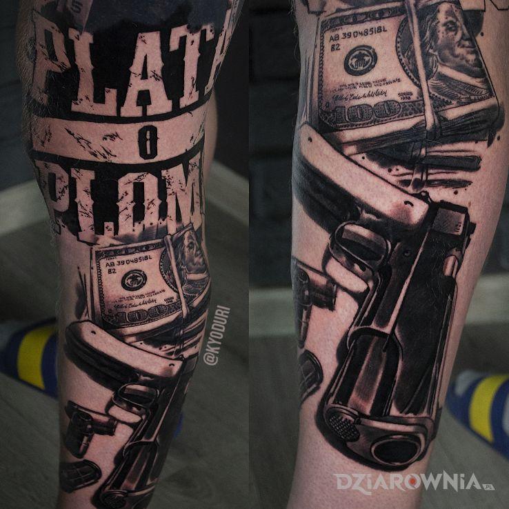 Tatuaż pistolet - napisy