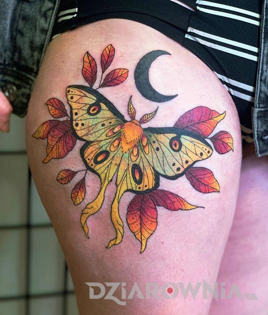 tatuaż ćma 2