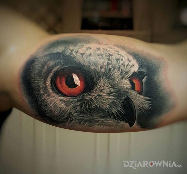 Tatuaż realistyczna sowa - realistyczne
