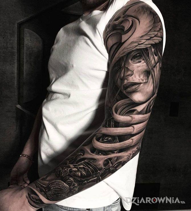 Tatuaż czarny skorpion w motywie twarze i stylu realistyczne na ramieniu