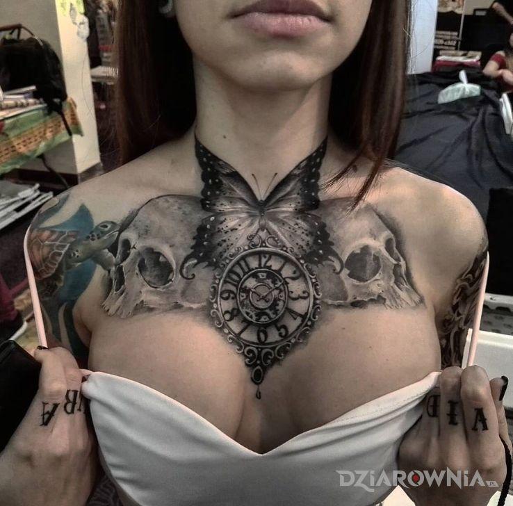 Tatuaż na ostro i pięknie - motyle
