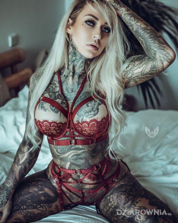 Tatuaż wiecej tatuazy nie miala xd - seksowne