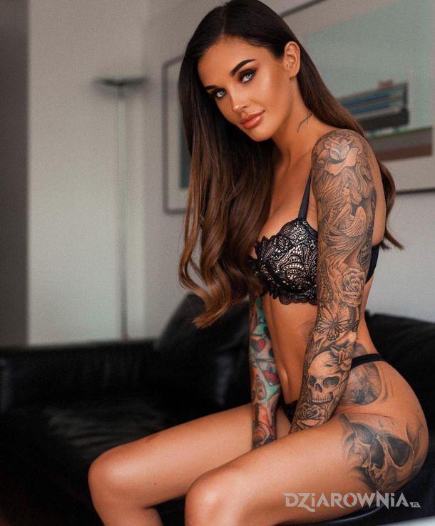 Tatuaż sexy dziewczę - seksowne