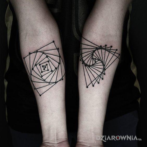Tatuaż trójkąty i kwadraty - pozostałe