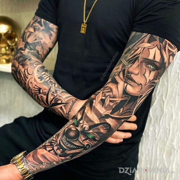Tatuaż diabelski klaun w motywie twarze i stylu chicano na przedramieniu