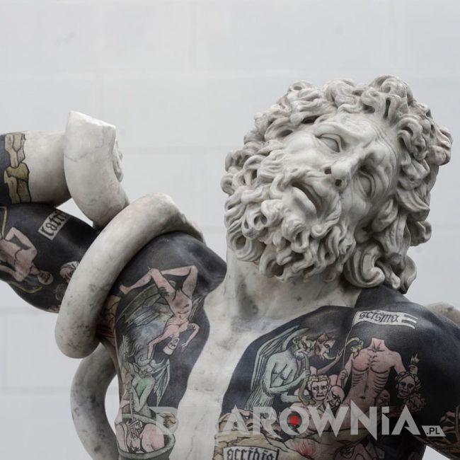 leakoon z tatuażami