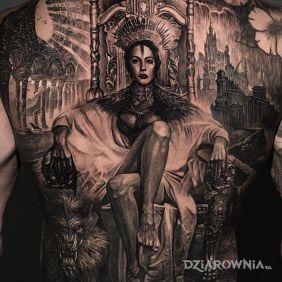 Kobieta na tronie