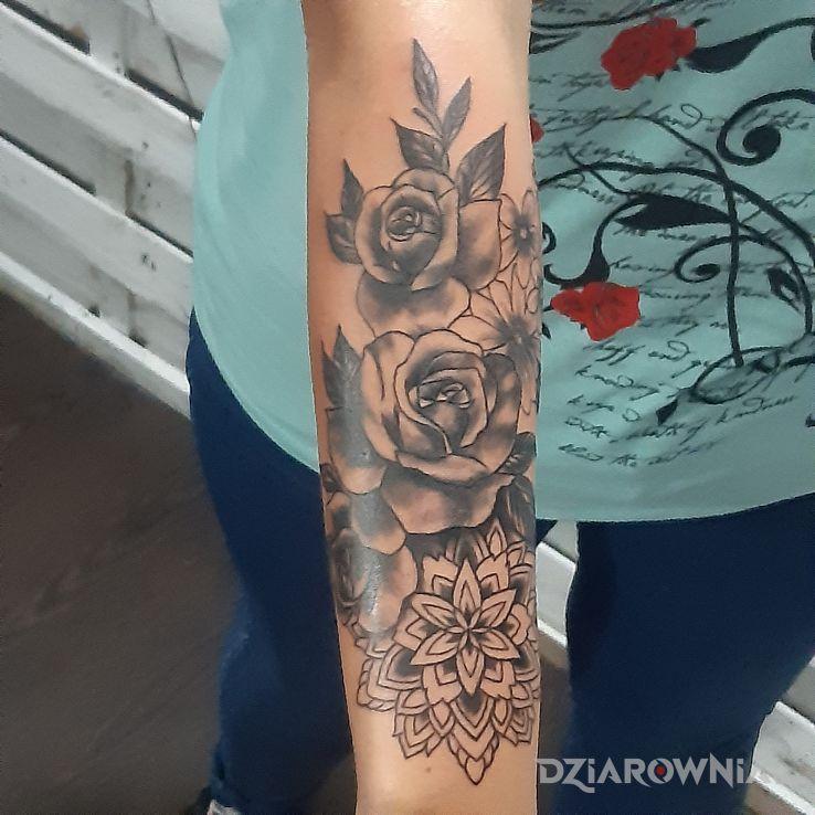 Tatuaż pierwsza dziarka moje damy - kwiaty