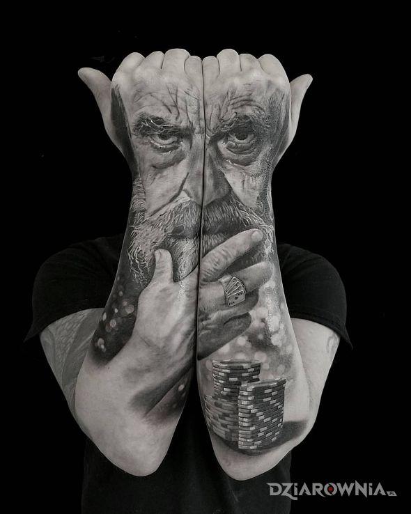 Tatuaż wąsacz w motywie twarze i stylu realistyczne na przedramieniu