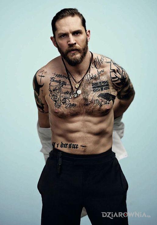 Tatuaż tom hardy w motywie sławnych osób i stylu graficzne / ilustracyjne na brzuchu