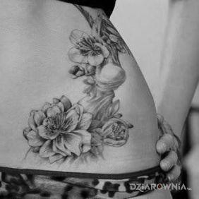 Kwiaty na brzuchu