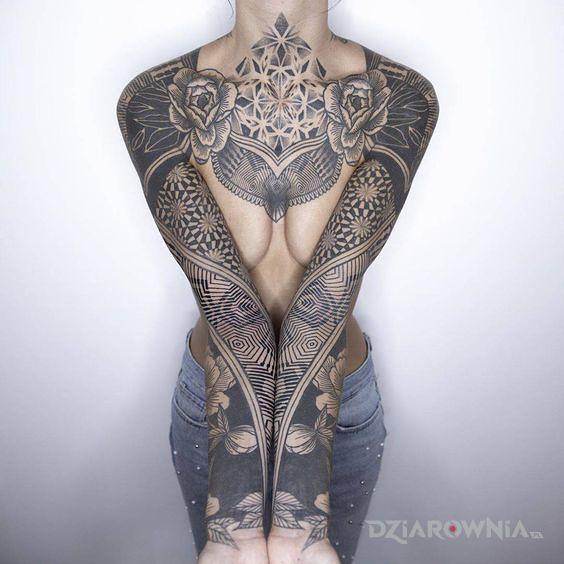 Tatuaż geometryczna precyzja - rękawy