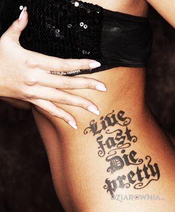 Tatuaż jedna z lepszych czcionek - seksowne