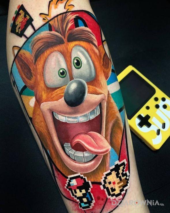 Tatuaż crash banditcoot w motywie postacie i stylu kreskówkowe / komiksowe na przedramieniu